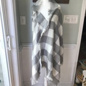 NWT Limited checked scarf/wrap